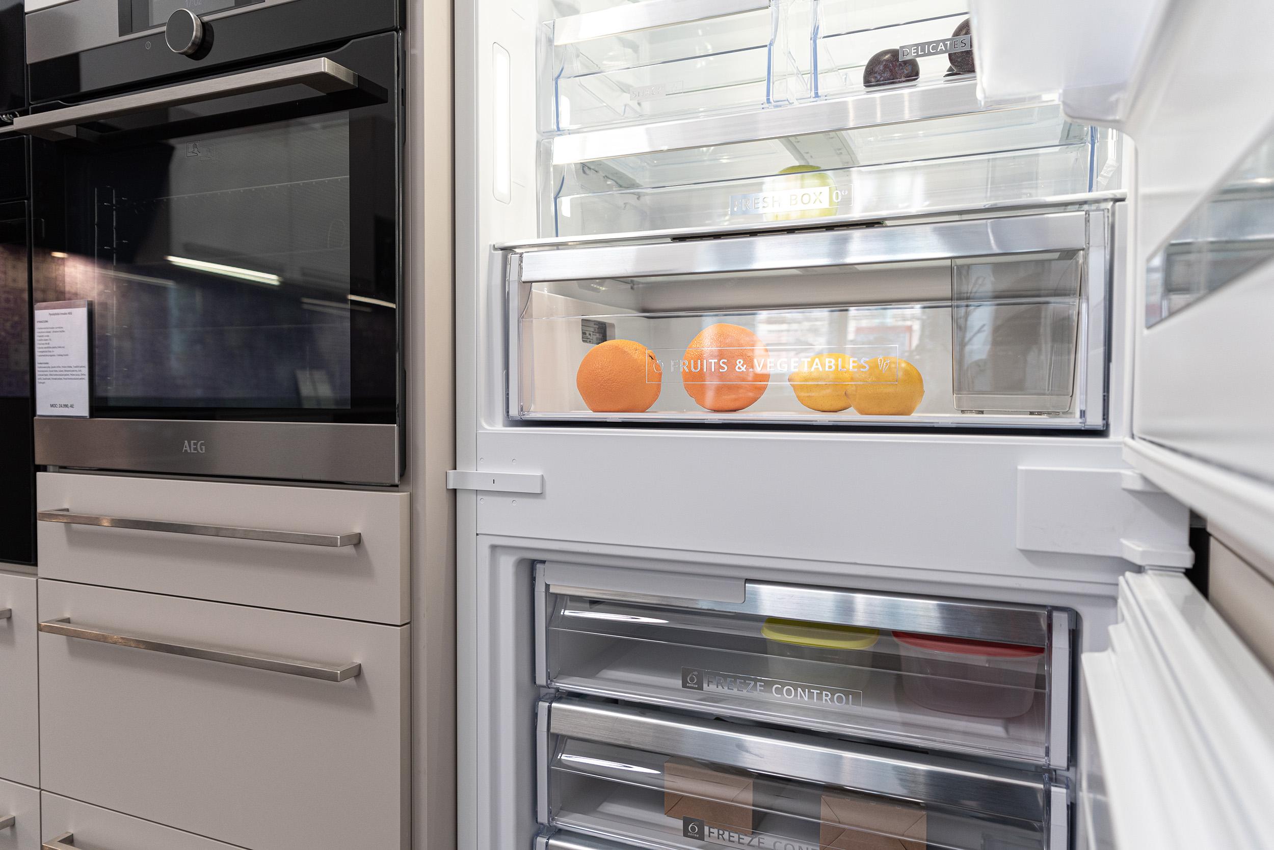 Vestavná lednice šíře 70cm